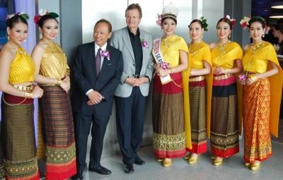 Ambassador Theerakun Niyom and Telenor CEO Jon Fredrik Baksaas with members of the Sbun-nga Chiang Mai Performance Troupe from Thailand. PHOTO: newsinenglish.no/Nina Berglund
