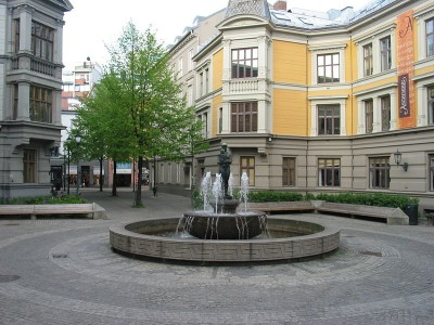 Sehesteds plass in downtown Oslo is home to Aschehoug and Gyldendal, two of the major Norwegian publishing houses raided by the Competition Authority on Tuesday. PHOTO: Wikimedia Commons