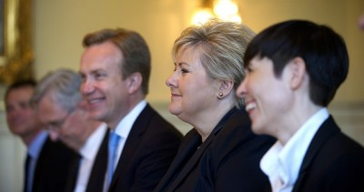 Two of Prime Minister Erna Solberg's top ministers (Defense Minister Ine Eriksen Søreide, right, and Foreign Minister Børge Brende, sitting left of Solberg) are involved in the questionable sale and export of military material. PHOTO: Statsministerens kontor