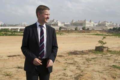 Erik Solheim traveled the world as a government minister in charge of foreign aid for Norway, like here in Burma's new capital Naypiydaw. PHOTO: newsinenglish.no