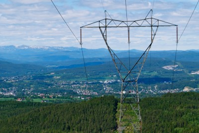 Power lines carry electricity all over Norway, like here on the western edge of Krokskogen in Buskerud County. PHOTO: Views and News