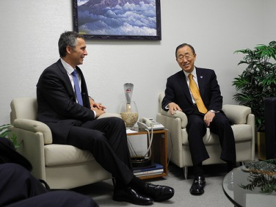 Prime Minister Jens Stoltenberg (left) was in New York late last week, when the US Embassy's surveillance scandal overshadowed his deliverance of a report on financing climate change measures to the UN. Here with UN Secretary General Ban Ki-moon. PHOTO: Statsministerenskontor
