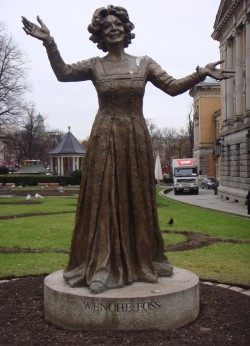 Wenche Foss is one of the few Norwegian artists with a statue to her credit, erected while she was still alive. PHOTO: Views and News