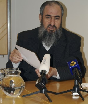 Mullah Krekar pleading his case before reporters in Oslo last year. PHOTO: Nina Berglund