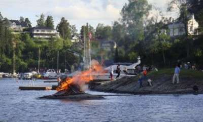 """Midsummer celebrants would attempt to light bonfires along the coast Tuesday night, despite forecasts of rain. In Oslo, bonfires (called a """"bål"""" in Norwegian) were due to be lit behind the Opera House at Bjørvika and at Tjuvholmen. Others were planned, along with various entertainment, at Høvikodden in Bærum, at Nordstrand and many other spots along the fjord. The Folk Museum on Bygdøy was also staying open until 9pm with various Midsummer events planned. PHOTO: newsinenglish.no"""