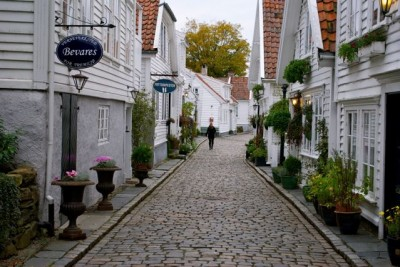 Stavanger has now joined Oslo in the dubious honor of being among the world's most expensive cities. It's also vulnerable for a drop in real estate prices, economists war. PHOTO: Views and News