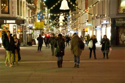 Norway's Christmas shopping season kicked off this weekend, with crowds expected to increase along Karl Johans Gate. PHOTO: Views and News