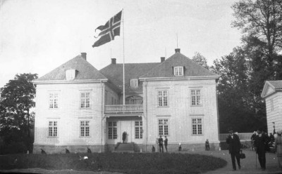 The manor house in Eidsvoll has a rich history, and is being restored in time for bicentennial festivities in 2012. PHOTO: Oslo Museum / Eyvind Botolfsen / digitaltmuseum.no