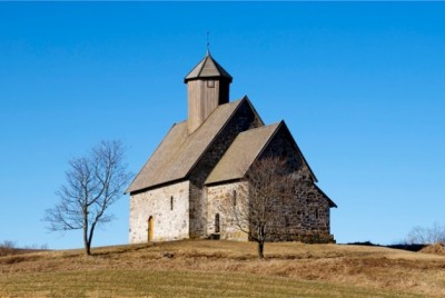 Churches in Norway don't pull in the faithful like they used to. Here, the historic Tingelstad Church in Hadeland, north of Oslo. PHOTO: newsinenglish.no