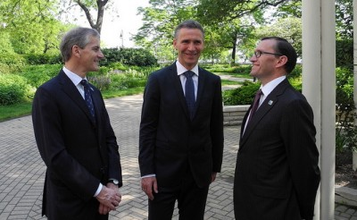Stoltenberg (center) also has Foreign Minister Jonas Gahr Støre (left) and Defense Minister Espen Barth Eide with him at the NATO summit in Chicago. PHOTO: Statsministerenskontor