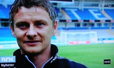 Ole Gunnar Solskjær, whose football career has made him Norway's most famous Norwegian, has had to tackle the media glare since news broke of a possible coaching offer from Aston Villa in the UK. Here, one of his many interviews over the weekend, this one on Norwegian Broadcasting (NRK). PHOTO: NRK screen grab/Views and News