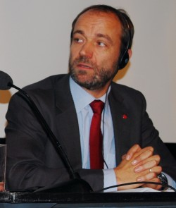 State Secretary Torgeir Larsen, shown here speaking at a conference earlier this year, suggests Norwegians should get used to the presence of migrant poor in the country. PHOTO: Views and News
