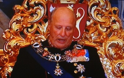 King Harald V has bestowed royal decorations on three of the men behind the US' controversial surveillance program that was revealed by Edward Snowden. PHOTO: newsinenglish.no/NRK screen grab