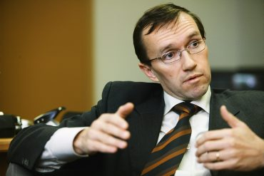 Espen Barth Eide, who took over as Norway's foreign minister earlier this autumn after being defense minister, is unusually frank in his concerns for cooperation with Russia. PHOTO: Forsvarsdepartementet