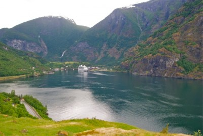 Growing numbers of cruiseships in the fjords are a threat to the Norwegian hotels where tourists used to say. Now many simply sail in, and sail out. PHOTO: newsinenglish.no