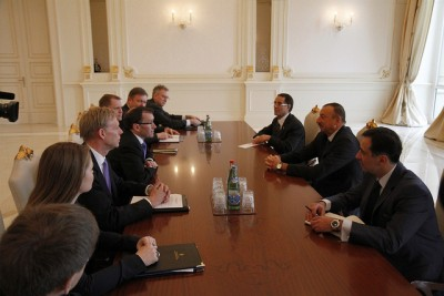Foreign Minister Espen Barth Eide and his delegation, on the left side of the table, meeting the president of Azerbaijan in Baku just before the terrorist attack in Algeria. PHOTO: Utenriksdepartementet