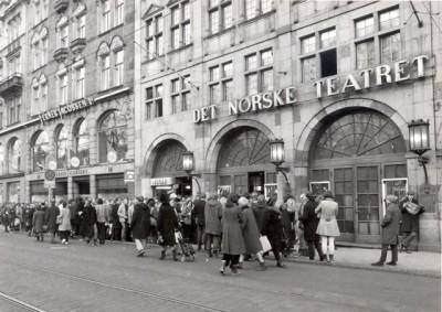 """Norwegians lined up outside """"Det Norske Teatret"""" for tickets to """"Hair"""" in 1971. PHOTO: Det Norske Teatret"""