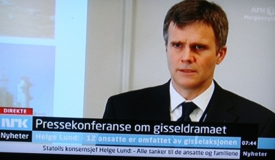 Statoil CEO Helge Lund led off a nationally televised press conference Thursday morning on the hostage drama that continues to unfold in Algeria. He said five Norwegians were in safety and 12 remained unaccounted for. PHOTO: NRK screen grab/newsinenglish.no