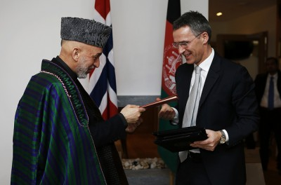 Norwegian Prime Minister Jens Stoltenberg (right) and Afghan President Hamid Karzai signed agreements in Oslo on Tuesday concerning Norway's continued support for the country. PHOTO: Forsvarets mediesenter/Torbjørn Kjosvold