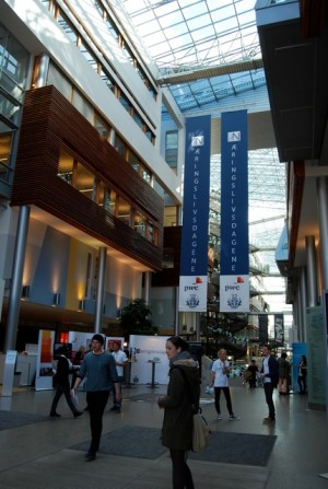 Norwegian business schools seem to having some trouble going about their own business. Here, the atrium at BI in Oslo, where the dean is the target of complaints over his management style. PHOTO: newsinenglish.no