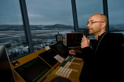 Avinor, the state agency running Norway's airports, hopes for more harmony in the tower and an end to cancellations and delays caused by a shortage of air traffic controllers. PHOTO: Avinor/Gaute Bruvik