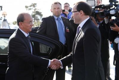 Norwegian Foreign Minister Espen Barth Eide greeting the president of Myanmar, Thein Sein, in Oslo this week. PHOTO: Utenriksdepartementet