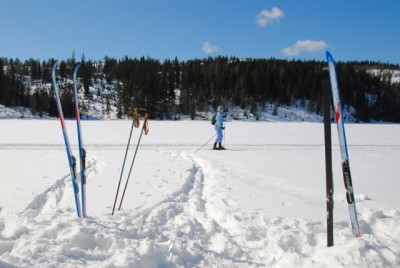Skiing was pretty close to perfect in Nordmarka on the north side of Oslo during the Easter week, like here over the frozen lake called Trehørningen. PHOTO: newsinenglish.no