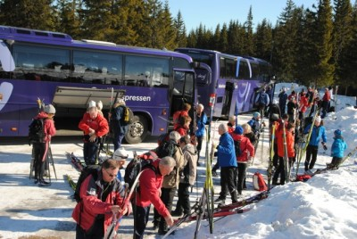 "Hundreds of skiers took advantage of extra bus service set up by local ski association ""Skiforeningen"" on Tuesday. The destination was Ringkollen, northwest of Oslo, and most ski the roughly 30 kilometers back to the city. PHOTO: newsinenglish.no"