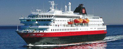 The Hurtigruten vessel 'Kong Harald' grounded at the mouth of the Trollfjord during the night, but was cleared to sail back to Svolvær. PHOTO: Hurtgruten