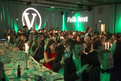 Hopeful members of the Liberal Party dressed up and applauded their platform at the traditional banquet during their party meeting. PHOTO: Venstre