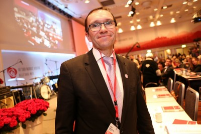 Foreign Minister Espen Barth Eide, shown here at a meeting of his Labour Party, is an unlikely defender of the Progress Party, but even he thinks the party has been subjected to unfair and misleading coverage in foreign media. He aims to help the party correct portrayals of it as having ties to mass murderer Anders Behring Breivik or sharing his ideology. PHOTO: Arbeiderpartiet