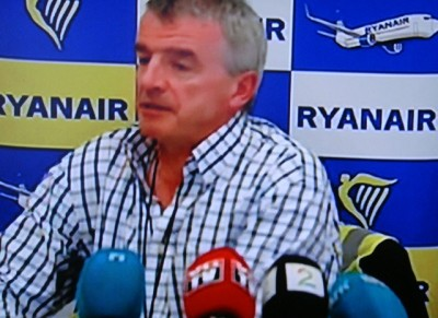 Michael O'Leary, chief executive of Ryanair, flew into Norway on Thursday to address the allegations against his airline that have taken off this week. He continues to claim that Irish law and labour standards, not Norwegian, apply to cabin crew based in Norway. Norwegian authorities disagree. PHOTO: NRK screen grab/newsinenglish.no