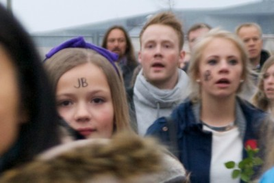 Fans at the first of three Justin Bieber concerts in Oslo this week conducted themselves well and even included some boys and young men, along with parents. PHOTO: newsinenglish.no