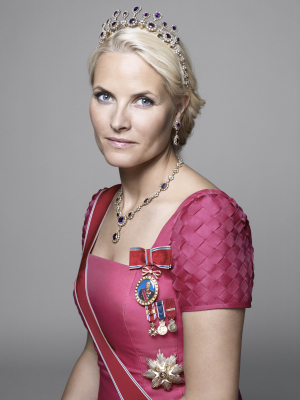 Crown Princess Mette-Marit in an official palace portrait. PHOTO: Sølve Sundsbø/Det kongelige hoff