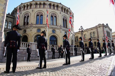 Royal Guards always line up in front of the Parliament (Stortinget) on opening day, as the king, queen and crown prince take part in full regalia. PHOTO: Fremskrittspartiet