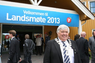 Progress Party members gathered for their national meeting at a hotel near the airport at Gardermoen, near where Harald Espelund is one of the party's local mayors, in Ullensaker. He was outside to welcome delegates. PHOTO: Fremskrittspartiet