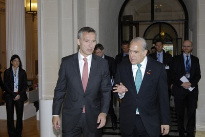 Stoltenberg and Gurria at the OECD ministerial meeting in Paris on Wednesday. PHOTO: Statsministerens kontor