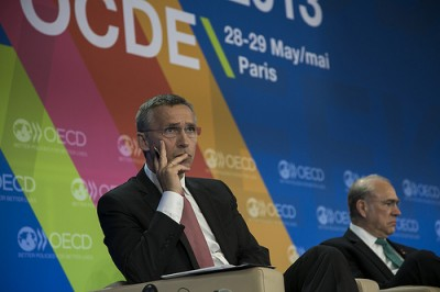 Prime Minister Jens Stoltenberg tried to tone down Norway's own strong economy when he opened the OECD's ministerial meeting in Paris this week. At right, OECD Secretary General Angel Gurria. Norway has the chairmanship of this year's OECD gathering of 34 member countries plus Brazil and Russia. PHOTO: Statsministerens kontor