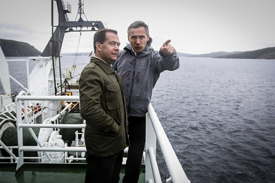 Norwegian Prime Minister Jens Stoltenberg (right) and Russian Prime Minister Dmitry Medvedev continued bilateral talks after the Barents Summit with a boat ride on a research vessel and a review of search and rescue operations. PHOTO: Utenriksdepartementet