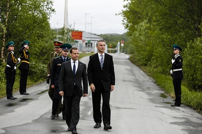 Dmitry Medvedev and Jens Stoltenberg strolled over their shared border themselves during a Barents Summit meeting in Kirkenes two years ago. Local residents want to keep the border open and relations friendly. PHOTO: newsinenglish.no/Nina Berglund
