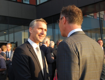 Prime Minister Jens Stoltenberg was busy greeting and mingling with guests at a Barents Summit reception in Kirkenes Monday night. In the background is Carl Bildt, Sweden's foreign minister. PHOTO: Nina Berglund/newsinenglish.no