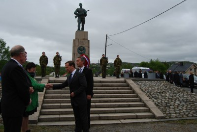 Saturday's commemoration of the liberation of Finnmark, and not least Russia's role in it, will also involve wreath-layings at war monuments in Kirkenes. Former Prime Minister Jens Stoltenberg and Russian Prime Minister Dmitry Medvedev did the same just last year, when relations between Russia and Norway still seemed warm and friendly. PHOTO: newsinenglish.no/Nina Berglund