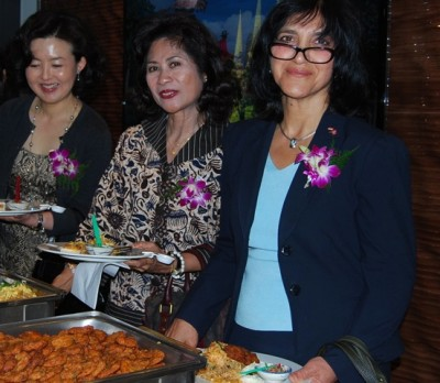 Guests at Thailand's and Telenor's reception included the Iraqi ambassador, Sundus Omar Ali Albayraqdar (right) and the Indonesian ambassador, Esti Andayani (center). Also among guests was, for example, the mayor of Moss, which has a large Thai community. The Thai ambassador said there currently are around 13,000 people from Thailand living and working in Norway. PHTO: newsinenglish.no/Nina Berglund