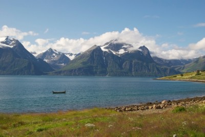 The spectacular scenery of Northern Norway didn't manage to attract nearly as many tourists this summer as it did last year, with overnight stays down 15 percent in July. Here, the Lyngen Alps east of Tromsø. PHOTO: newsinenglish.no