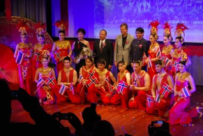 The Thai dance troupe waved Thai and Norwegian flags when their performance ended. PHOTO: newsinenglish.no/Nina Berglund