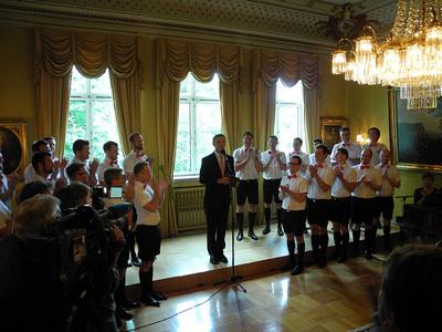Prime Minister Jens Stoltenberg with members of the Oslo Fagottkor last week. PHOTO: Statsministerens kontor