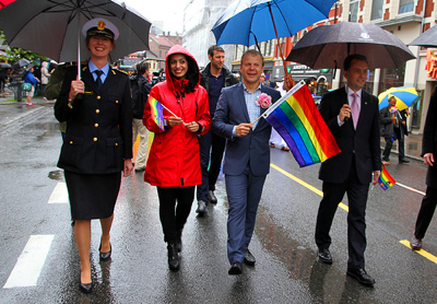 Police and politicians took part in the parade in Oslo, among them government ministers Hadia Tajik and Heiki Holmås and the head of Oslo's city government (in suit) Stian Berger Røsland. PHOTO: regjeringen.no