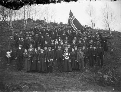 A wedding in Norway, circa 1900-1922. During this era, in both Norway and Sweden, the bride usually got married in a black dress with a white collar, here also with a silver headdress, conferring her new status. PHOTO: Knut A Aaaning (glass plate negative)/Fylkesarkivet i Sogn og Fjordane / Wikimedia Commons
