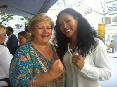 Erna Solberg, set on being Norway's next prime minister, also tried to show some muscle with Norway's boxing star Cecilia Brækhus while out campaigning earlier this week. PHOTO: Høyre