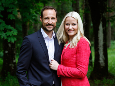 Crown Prince Haakon and Crown Princess Mette-Marit on the grounds of their royal estate, where they'll host a music festival on Haakon's 40th birthday July 20. PHOTO: kongehuset.no